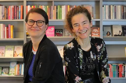 Programmleiterin Doreen Fröhlich (li.) und Verlagsleiterin Stephanie Taverna   © Goldmann Verlag