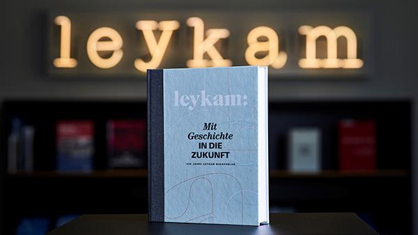Cover: Mit Geschichte in die Zukunft | © Christopher Mavric / Leykam Verlag